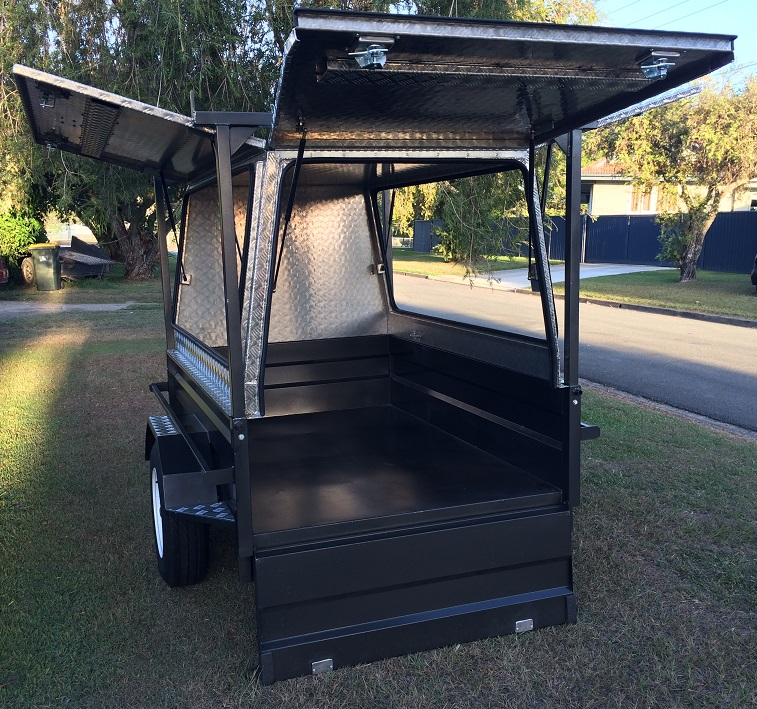Aluminium-trailer-canopy-with-rear-door.