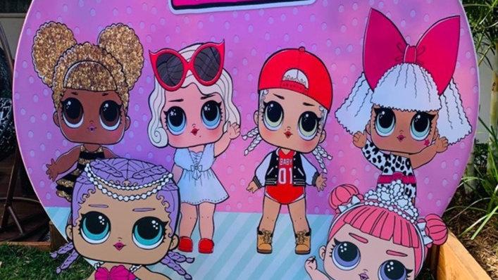 LOL Dolls backdrop