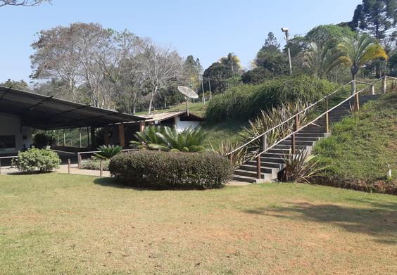 Escada e entrada do salão