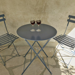 Front table red wine 1.jpg