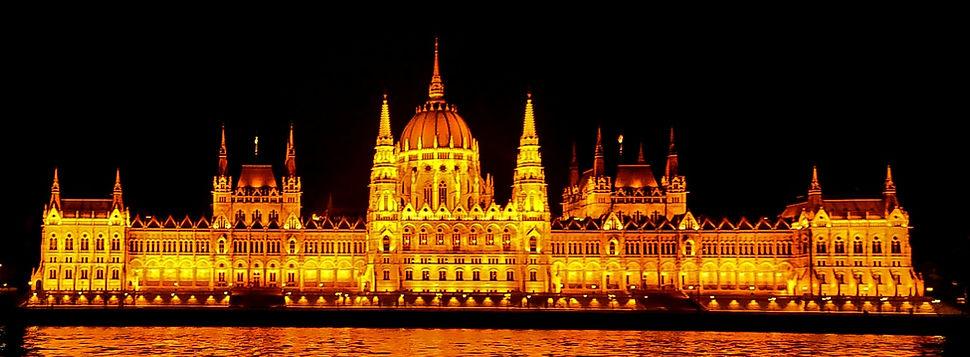 [Foto: Ungarisches Parlament, Budapest](T.L.)