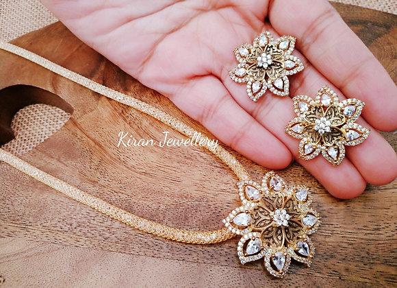 Star Shape Elegant Pendant With Chain