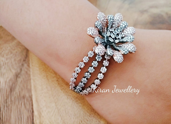 Stylish Flower Bracelet