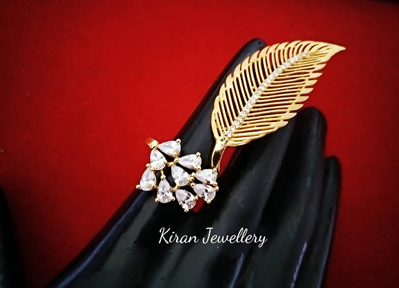 Leaf Shaped Ring with American Diamond Stone