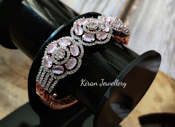 Elegant Bracelet in Pink Stone