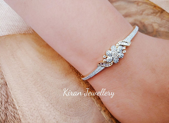 Sleek Flower Bracelet
