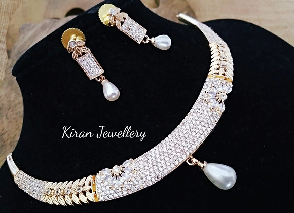 Elegant Diamond Look Necklace