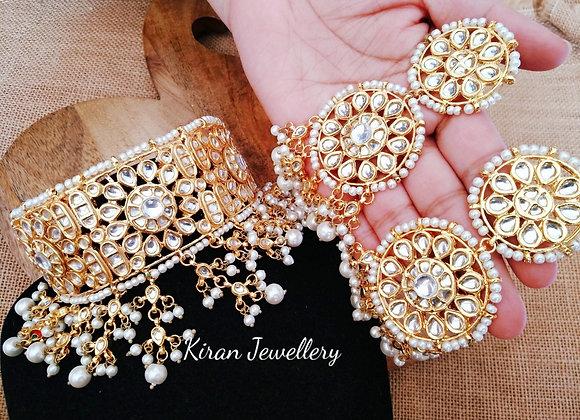 Kundan Choker With White Pearls