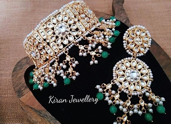 Kundan Choker With Green Drops