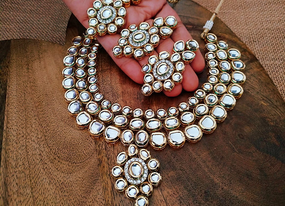 Kundan Necklace With Mangtikka
