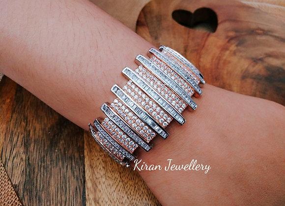 Elegant Bracelet in Diamond Look