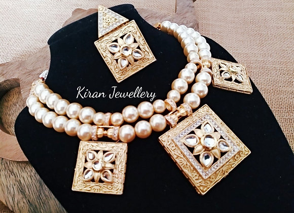 Off-White Pearl Elegant Kundan Set