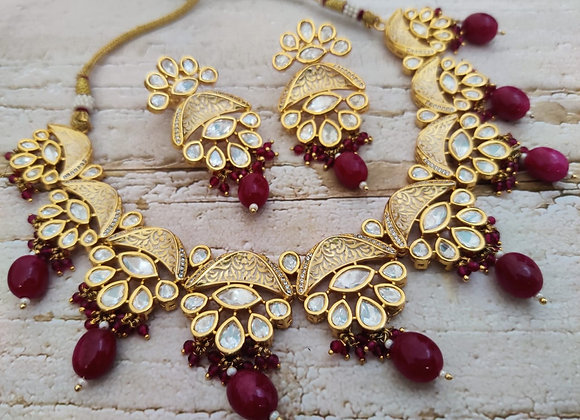 Elegant and Rich Look Necklace