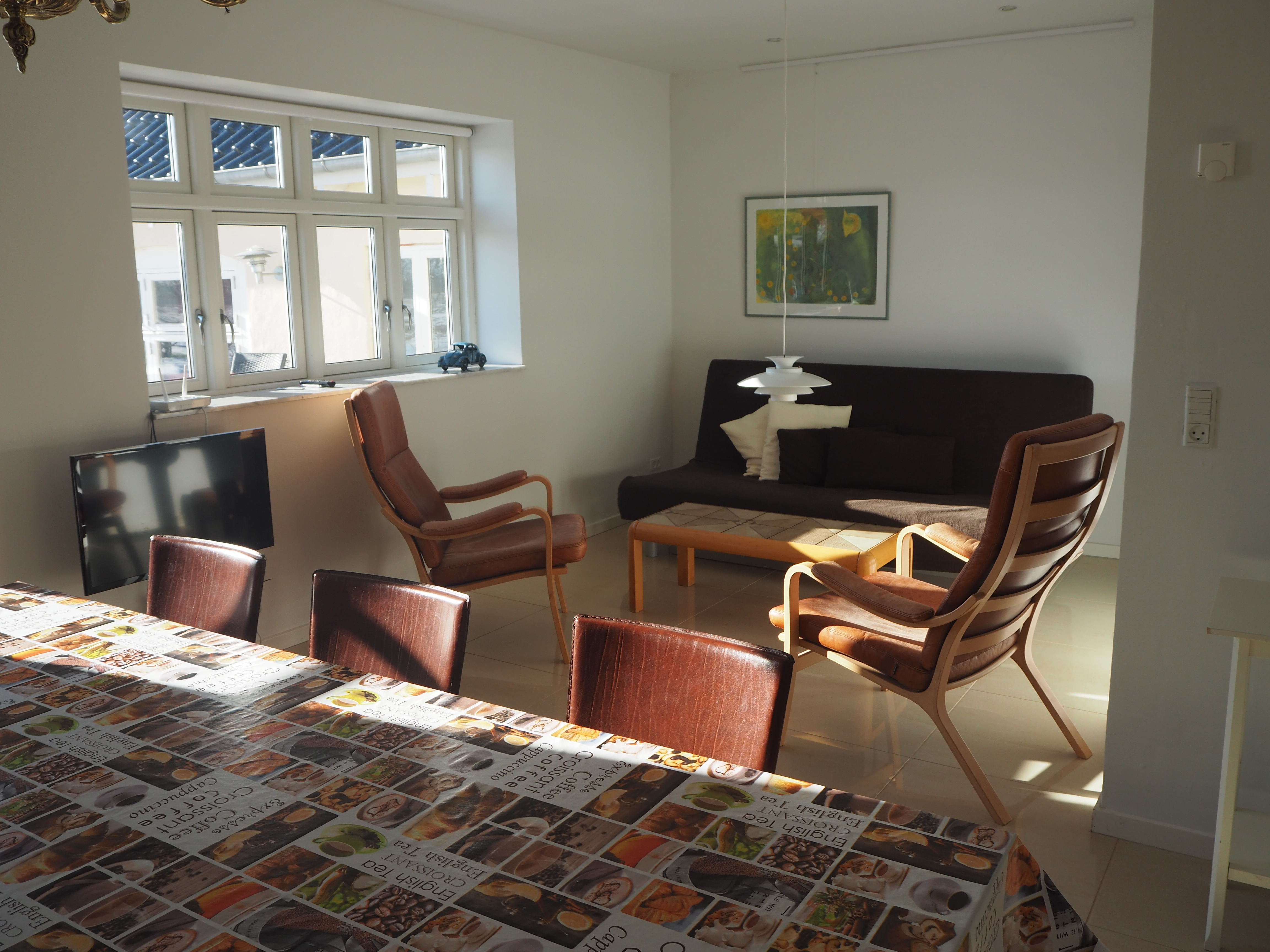 Apt. B, livingroom