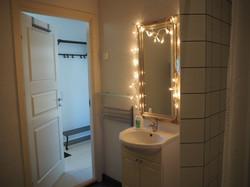 Apt. B, Bathroom (1)