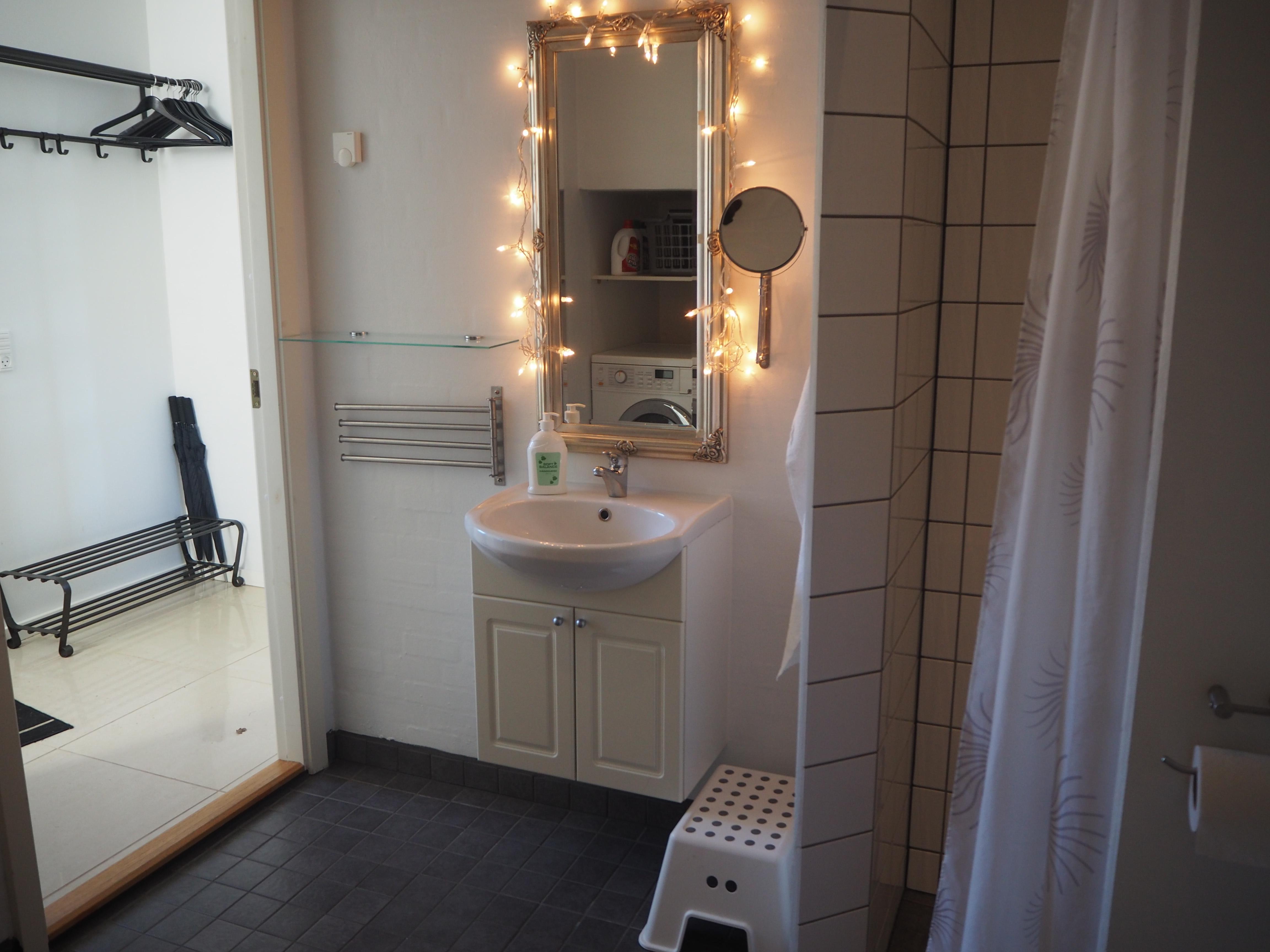 Apt. A, Bathroom