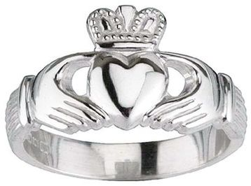 Traditional White Gold Claddagh
