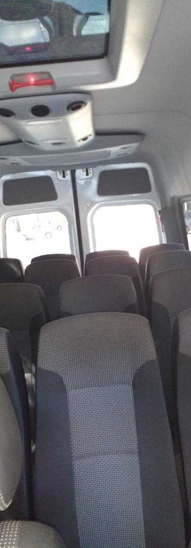 Assentos Reclináveis da Sprinter MB do Aluguel de Van.