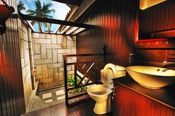 paya-beach-resort-deluxe-chalet-bathroom