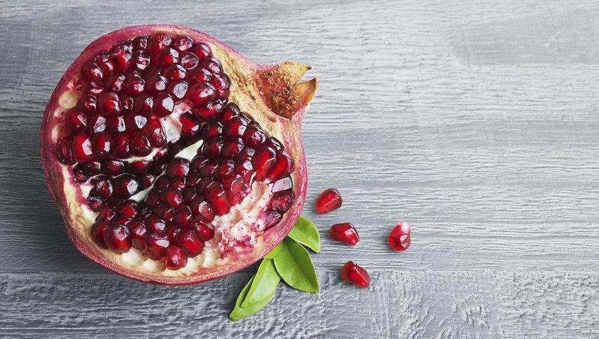 pomegranate-oil-462129287.jpg