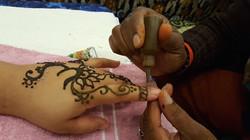 henna on finger sm