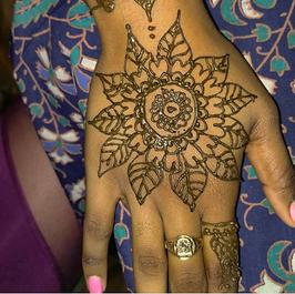 Henna Art - Erika Ahmad.png
