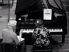 Eliane Reyes rehearsing the Schumann Piano Concerto with Gilbert Varga
