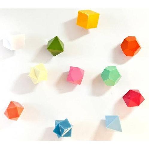 Penduradores geométricos pela designer Alice Nascimento