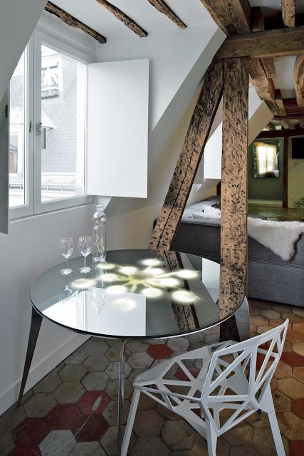 rue-vignon-mesa_con_lámpara_reflejada_duplex_patis_vintage