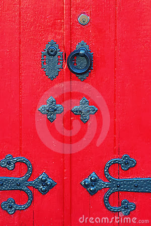 porta-vermelha-4153226 dreamstime