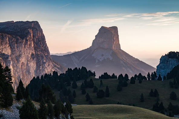 PNR Vercors (38) - le Mont Aiguille Crédit photo ; © N. Bohere/Auvergne-Rhône-Alpes Tourisme