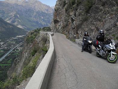 alpes__auvergne_roadtrip_agence_voyage_moto
