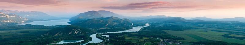 Panorama depuis le Grand Colombier : Lac du Bourget, le Rhône, marais de Lavours et Bugey Crédit photo ; © Christian Martelet/Auvergne-Rhône-Alpes Tourisme