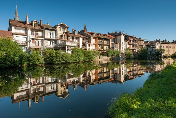 Aurillac (15) - maisons au bord de la Jordanne Crédit photo ; © L. Olivier/Auvergne-Rhône-Alpes Tourisme