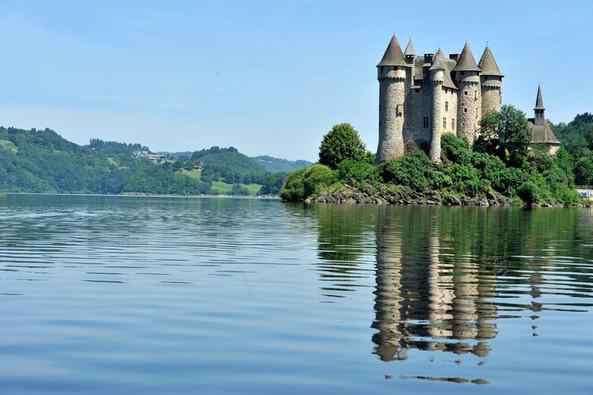 Château de Val, Lanobre (15) Crédit photo ; © J. Damase/Auvergne-Rhône-Alpes Tourisme