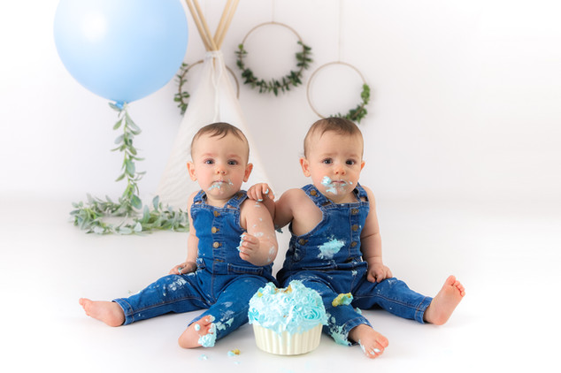 Lachie & Finn's Cake Smash-26.jpg