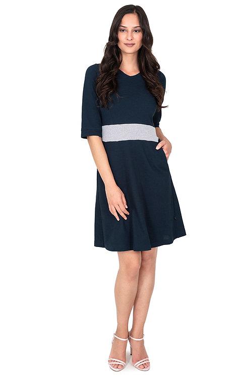 Kleid mit Taillenbund und Taschen