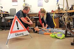 BLS-AED, Beatmung, Taschemask, Herzdruckmassage, Defibrillator, Herz-Kreislaufsillstan
