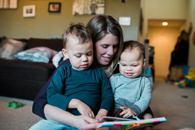 Kent Family Photography boys and mom reading