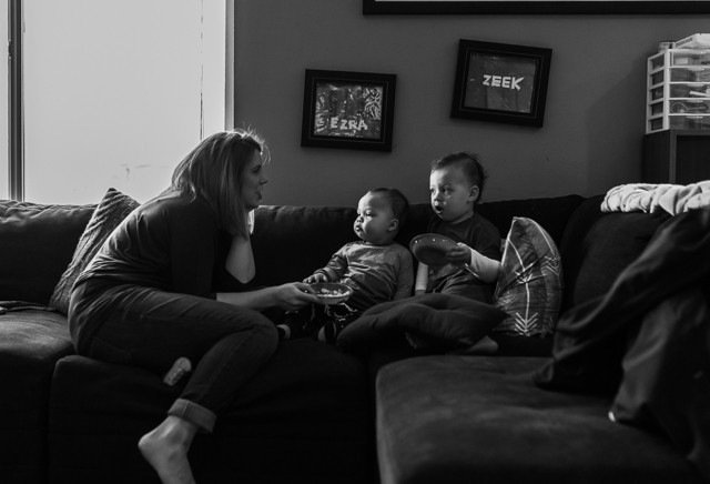Kent Family Photography boys and mom on couch