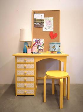 Skrivbord gult.jpg