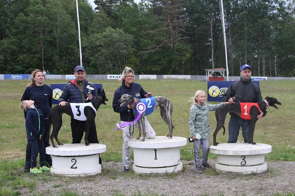 Akela på pallen i Alingsås.