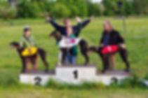 Jubel efter segern i Danish Puppy Derby med Akela 2015