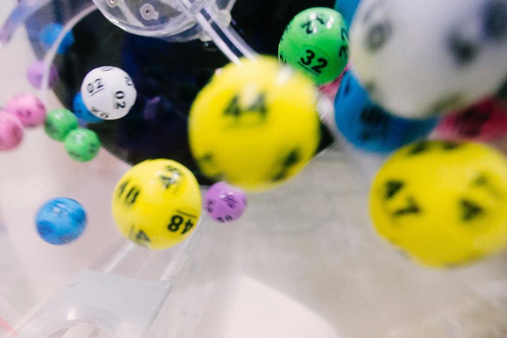 Tumbling lottery balls
