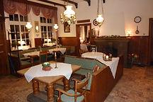 Gastraum mit offenem Kamin im Gasthaus Osthues-Brandhove