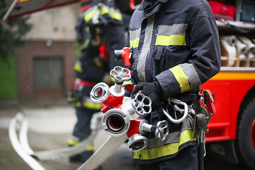 firefighter-with-pipes_102671-2399.jpg