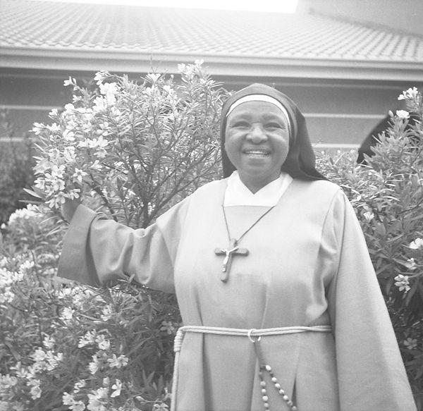 poorclaresisters15.jpg oeuvre artistique en noir et blanc argentique portraits de soeurs monastère des clarisses namibie ventes tirages d'art danièle verjus toulouse france
