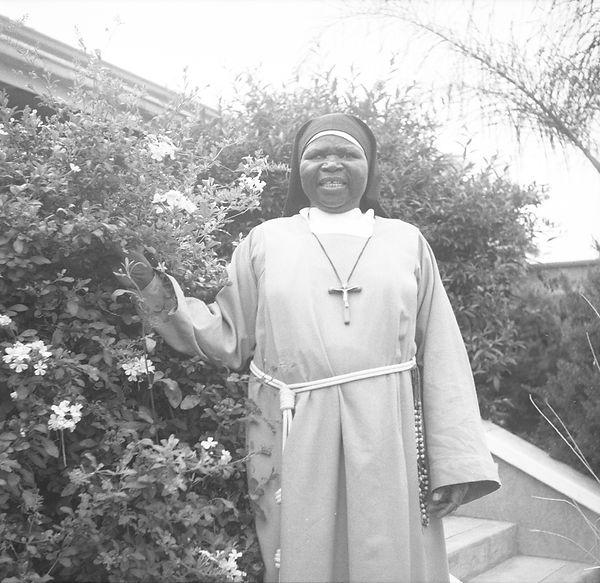 poorclaresisters13.jpg oeuvre artistique en noir et blanc argentique portraits de soeurs monastère des clarisses namibie ventes tirages d'art danièle verjus toulouse france