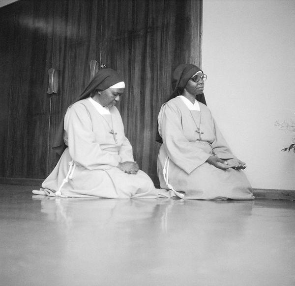 poorclaresisters08.jpg oeuvre artistique en noir et blanc argentique portraits de soeurs monastère des clarisses namibie ventes tirages d'art danièle verjus toulouse france
