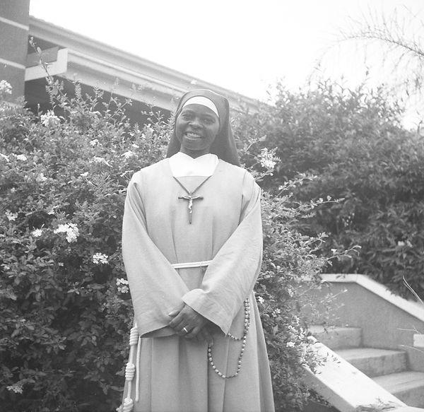 poorclaresisters16.jpg oeuvre artistique en noir et blanc argentique portraits de soeurs monastère des clarisses en namibie ventes tirages d'art danièle verjus france